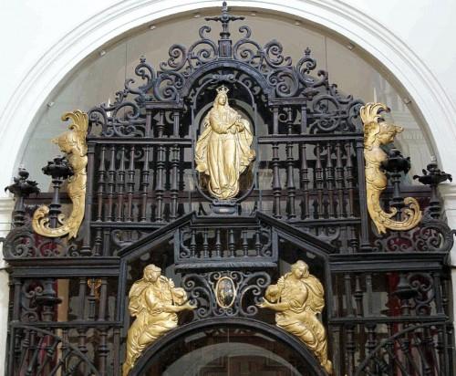 Reja de entrada a la capilla Sacramental o de la Piedad, en la iglesia de San Bartolomé de Sevilla, enterramiento de los Ramírez de Arellano